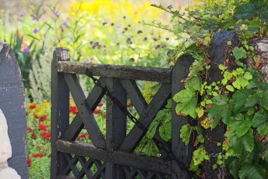 gardengatefrescoBeyond