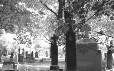blk wht cemeteryCemetaryHalloweenPicture5